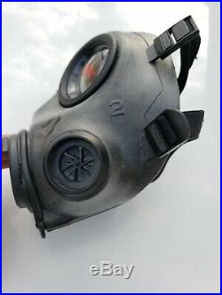Avon FM12 Respirator Gas Mask Size 2 including plastic bag and manual 70046/19/2