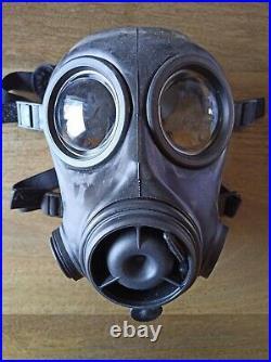 Dutch FM12 Gas Mask Respirator Size 2 Kit