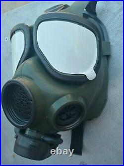 FR-M40 Military Issue Gas Mask/Respirator 40MM NATO New Sealed Size Medium