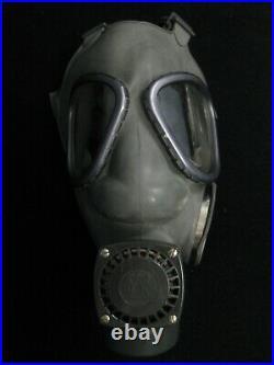 Finland Nokia Finnish M61 Gas Mask Respirator Kit Grey Size 2