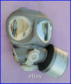 Scott Full Face Respirator Tear Gas M95 Gas Mask, With BRAND NEW 20 year filter