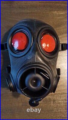 Unused Dutch FM12 Gas Mask Respirator Size 2 Kit